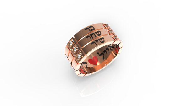 טבעות שמות-טבעת זהב אדום עם שם ריבועים טריפל