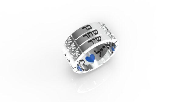 טבעות שמות-טבעת זהב לבן עם שם ריבועים טריפל
