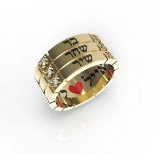 טבעות שמות-טבעת זהב עם שם ריבועים טריפל