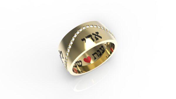 טבעות שמות-טבעת זהב עם שמות הילדים מעוטרת