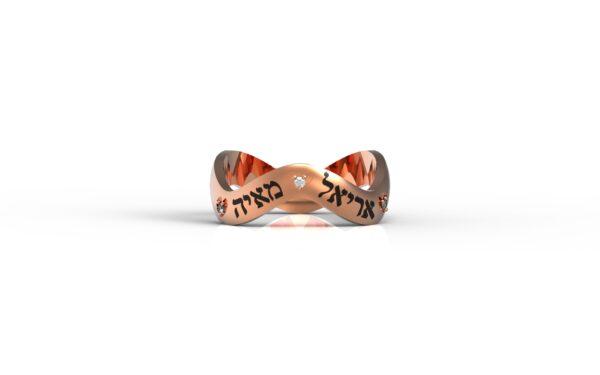 טבעות שמות-טבעת זהב אדום מקורזלת עם שמות הילדים