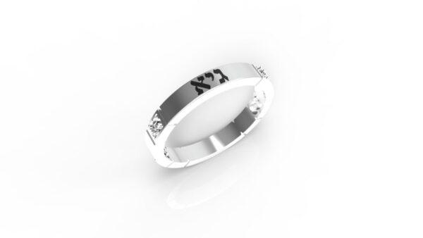 טבעות שמות-טבעת זהב לבן עם שם ריבועים