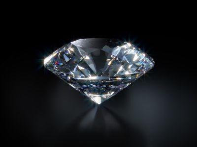 ממה עשוי יהלום? מה ההבדל בין יהלום טבעי ליהלום מלאכותי ולמה אנשים עדיין מעדיפים את היהלום הטבעי? כל המידע על יהלומים.